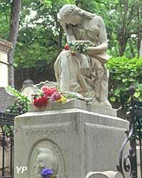 Cimetière du Père-Lachaise - tombe de Chopin (Yalta Production)