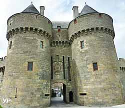 Remparts et porte Saint-Michel