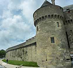 Remparts et porte Saint-Michel