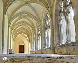 Abbaye d'Ambronay - le cloître