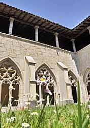 Abbaye d'Ambronay - le cloître fleuri