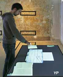Mémorail de l'Internement et de la Déportation - salle 8 : table holographique