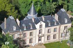 Château et parc de Plessis Saint-Jean (Château de Plessis Saint-Jean)