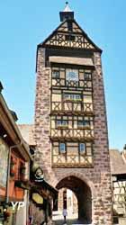 Tour du Dolder (1291), façade Est. Beffroi et Porte Haute (Robert Lehmann/ Société d'Histoire et d'Archéologie de Riquewihr)
