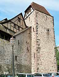 Tour des Voleurs (début XIV° s.) : tour angulaire défensive ayant servi de prison et de lieu d'exercice de la justice seigneuriale (Robert Lehmann/ Société d'Histoire et d'Archéologie de Riquewihr)