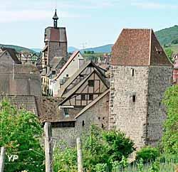 Musées de la Tour des Voleurs (au premier plan) et du Dolder (second plan)