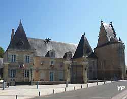 hôtel de ville de La Flèche (doc. Yalta Production)