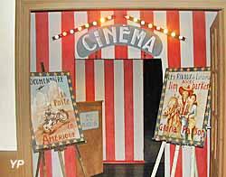 Maison de Jour de Fête - la tente de cinéma (Maison de Jour de Fête)
