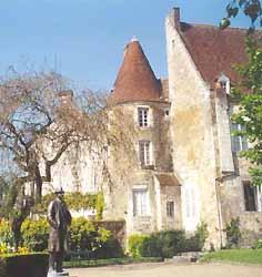 statue d'Alain devant la maison des comtes du Perche