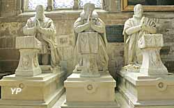 Priants en marbre des tombeaux des Villeroy