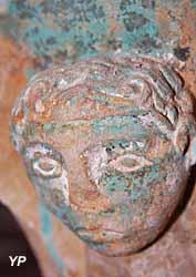 Chapelle Saint-Julien - une des sculptures découvertes lors de la restauration