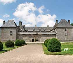 Château de Kergroadez - façade Sud