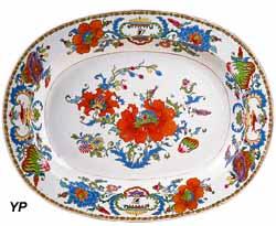 Plat  à décor européen dit Pompadour