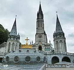 Coupole de la Basilique Notre-Dame-du-Rosaire - au second plan, basilique de l'Immaculée Conception
