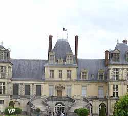 escalier en fer à cheval du château de Fontainebleau