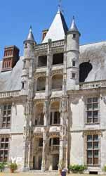 Aile Longueville - escalier Renaissance