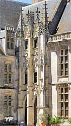 Aile Longueville - escalier gothique flamboyant
