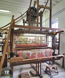 Métier à tisser à bras avec mécanique Jacqiard (Maison du Textile)