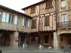 colombages place Saissac à Lisle-sur-Tarn (doc. OT du Pays Lislois)