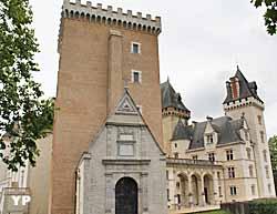 Château de Pau, aile Est et donjon