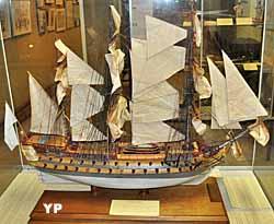 Navire 16 canons