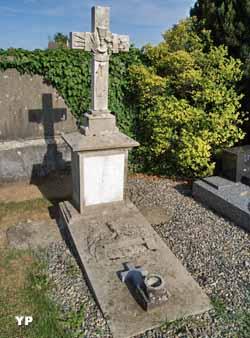 Ancien cimetière médiéval fortifié