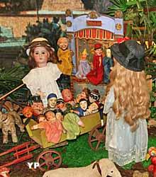 Le théâtre de marionnettes (Musée de la poupée et du jouet ancien)