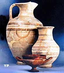 Céramiques pseudo-ionniennes (Musée du Pègue)