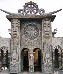 Porte du Soleil (Musée Robert Tatin)