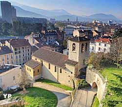 Vue extérieure du musée, situé dans l'église Saint-Laurent