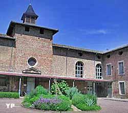 Cour d'honneur de l'ancien hôpital royal de Châtillon (Ancien Hôpital et Apothicairerie)