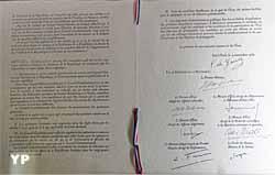 Hôtel de Bourvallais - loi constitutionnelle relative à l'élection du président de la République au suffrage universel signée par le général de Gaulle le 6 novembre 1962