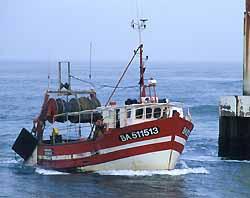 un chalutier rentre au port de Capbreton (doc. CRTA / JJ Brochard)