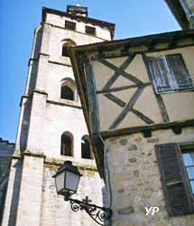 Clocher-tour abbatiale Saint Pierre (XIVe s.)
