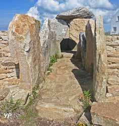 Allée couverte de Pors Poulhan (Office Municipal de Tourisme de Plouhinec)
