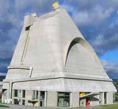 Site Le Corbusier - église Saint Pierre (conception, Le Corbusier architecte, assistant José Oubrerie, réalisation, José Oubrerie architecte) (FLC ADAGP PARIS)