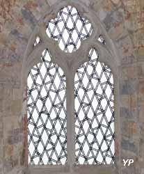 Chapelle Saint-Sylvain - vitrail dessiné par François Morellet (Michel Philippart)