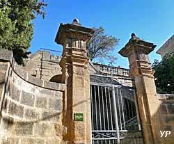 Escalier monumental des jardins du château (Yalta Production)
