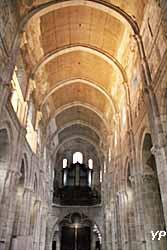 Cathédrale Saint-Lazare - nef et grandes orgues