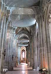 Cathédrale Saint-Lazare - bas-côté