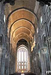 Cathédrale Saint-Lazare - nef et choeur