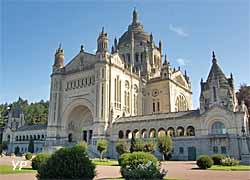 Basilique Sainte-Thérèse (doc. Sanctuaire Sainte-Thérèse de Lisieux)
