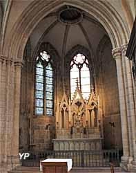 Chapelle du Saint-Sacrement, retable en pierre calcaire (XIXe siècle)