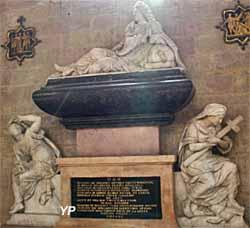 Tombeau de Jean de Berbisey, baron de Vantoux et président au Parlement de Bourgogne (XVIIe s.) De part et d'autre, statue de la Religion et de la Justice