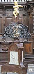 Lutrin en marbre et fer forgé orné d'un angelot de Nicole (XVIIIe s.)