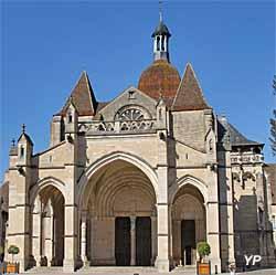 Collégiale Basilique Notre-Dame (Yalta Production)