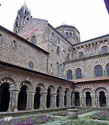 Cloître de la cathédrale du Puy-en-Velay (doc. OT du Puy-en-Velay)