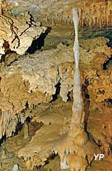 Grotte du Grand Roc - une colonne (Semitour)