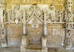 Cloître de Cadouin - siège de l'abbé