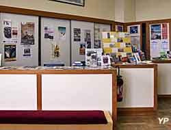 Boutique de livres à l'entrée du musée